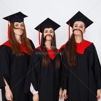 Выпускники в мантиях