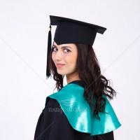 Мантії із зеленим коміром для випускників