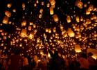 Запуск небесных фонариков на выпускном вечере