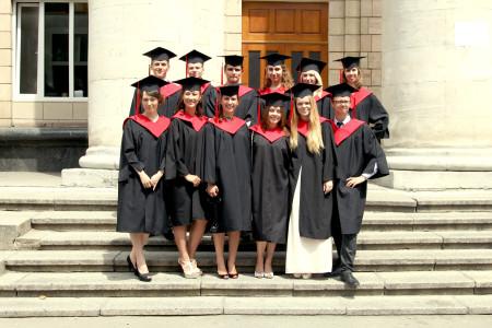 КНЭУ - выпускной (выпускники в мантиях)